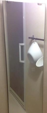 お風呂場の鏡白いウロコ