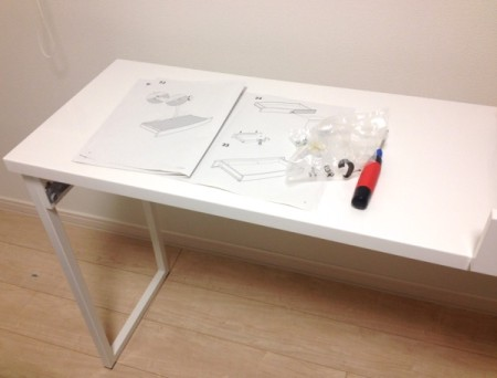 IKEAベストーデスク組立途中