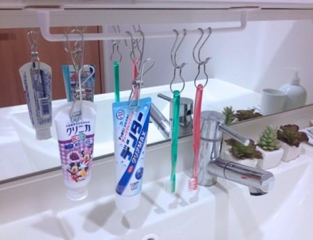 歯ブラシを吊るして収納