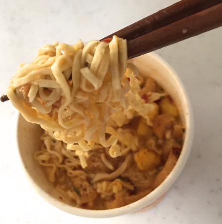 日清カップ麺ラクサ味