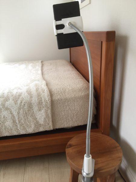 ベッド 仰向け タブレット