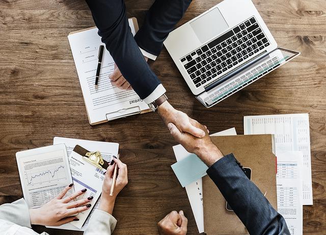 企業と契約